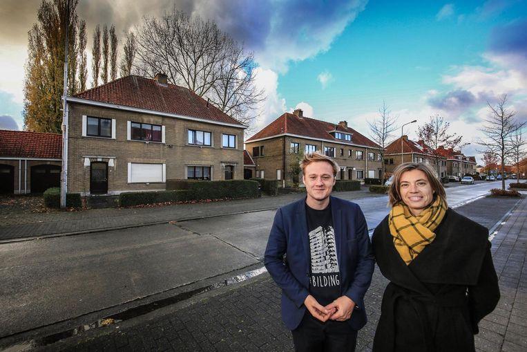 Het aanbod sociale woningen moet beter. Nieuw Kortrijk - hier met Maxim Veys en Ilse Piers van Wonen Regio Kortrijk - wordt al aangepakt.