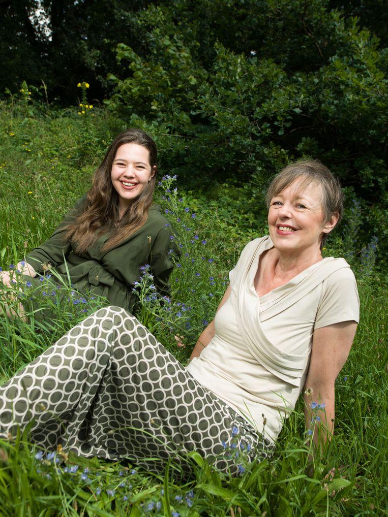 Ellen Laan en haar dochter Leah Waterman willen af van het gesprek waarin seks als een prestatie wordt gezien.  Beeld Ivo van der Bent