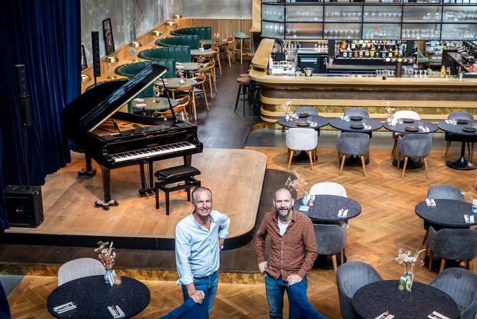 Wim Louwers (links) en Bart van Bavel organiseren het festival Summerfall in jazzclub FifthNRE in Eindhoven.