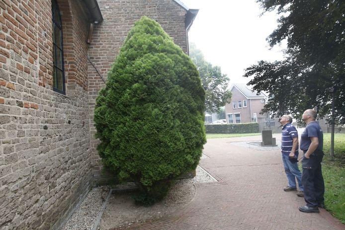 Koperdieven hebben weer eens toegeslagen bij de hervormde kerk in Valburg.