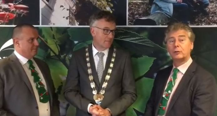 Burgemeester Hans Janssen en zijn wethouders Dion Dankers (links) en Peter Smit.