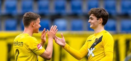 Eerste nacompetitieduel NAC in beeld: schitterend spandoek, gestopte penalty en vier goals