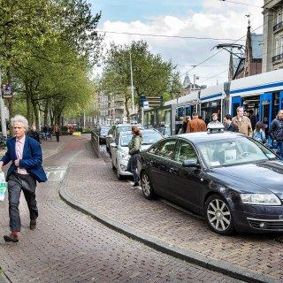 Geen noodhulp voor taxibranche: 'Chauffeurs staan met rug tegen de muur'