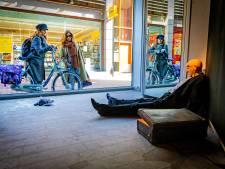 Ligt daar een lijk? Leegstaand pand verandert in crime scene voor kunstproject in en rond V&D