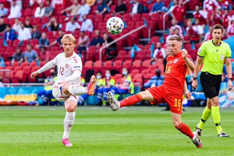 Kasper Dolberg haalt uit tegen Wales. Hij scoorde twee keer in de Johan Cruijff Arena Beeld Getty