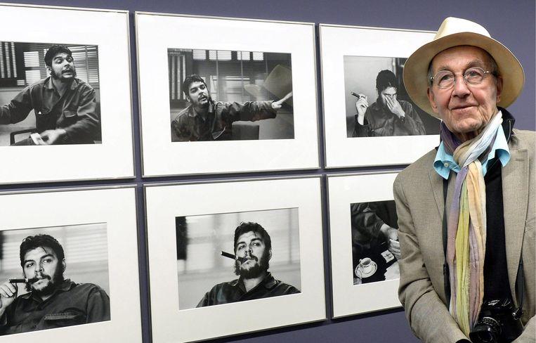 2013-06-04 00:00:00 ZÜRICH (ARCHIEFFOTO) - De Zwitserse fotograaf René Burri is op 81-jarige leeftijd in zijn woonplaats Zürich overleden. Dat maakte Magnum Photos bekend, het foto-agentschap waarvoor Burri sinds 1956 werkte. Burri werd onder meer bekend met een foto van Che Guevara. In 1963 portretteerde hij de in Argentinië geboren Cubaanse revolutionair met een sigaar in zijn mond. Ook kunstenaar Pablo Picasso had hij voor zijn lens. EPA/WALTER BIERI Beeld EPA