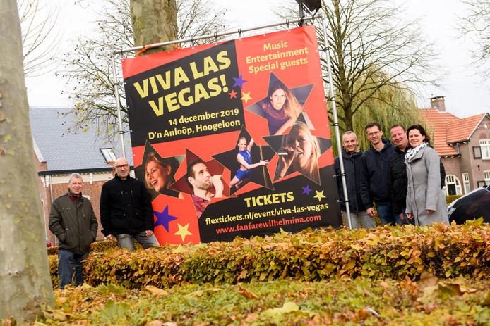 De werkgroep van fanfare Wilhelmina in Hoogeloon bij de aankondiging voor 'Viva Las Vegas'.