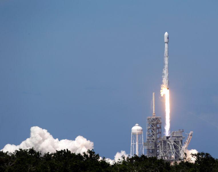 De lancering van een Falcon 9 vanop Cape Canaveral, eerder dit jaar.  Beeld AP
