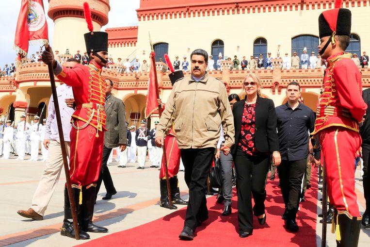De Venezolaanse president Nicolas Maduro en zijn vrouw Cilia Flores tijdens een militaire ceremonie ter nagedachtenis van de zesde verjaardag van het overlijden van president Hugo Chávez. Beeld AFP