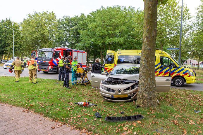 Een ongeluk op de Burgemeester Holtroplaan.
