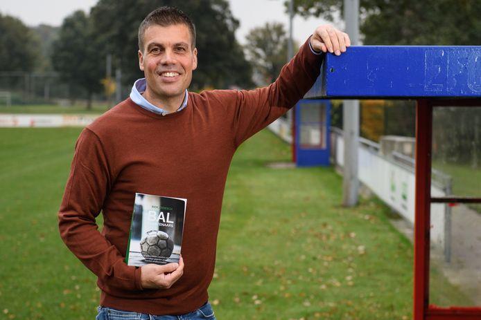 Rick Ardesch sprak amateur voetbalhelden en bundelde hun verhalen in het boekje 'Balkunstenaars.