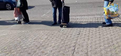 'Anderhalluf meterrrr...' schalt uit politiewagen; impact corona op Nijmeegse voedselbank is groot
