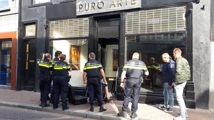 In juli deed de politie in het onderzoek naar mogelijke witwaspraktijken door het Tito- en Dino-kartel een inval in onder meer dit pand aan de Haagdijk in Breda.