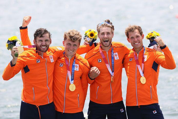 Koen Metsemakers (uiterst rechts) won samen met Abe Wiersma, Tone Wieten en Dirk Uittenbogaard olympisch goud.