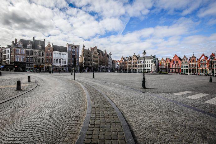 De lege Brugse Markt tijdens de eerste lockdown: de Brugse stadsfinanciën zagen af in 2020, maar de schade bleef voorlopig beperkt.