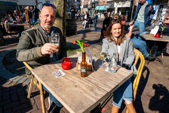 Op de Ginnekenmarkt in Breda zijn de eerste drankjes geserveerd.