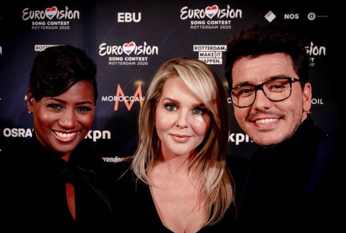 Presentatoren Edsilia Rombley, Chantal Janzen en Jan Smit.