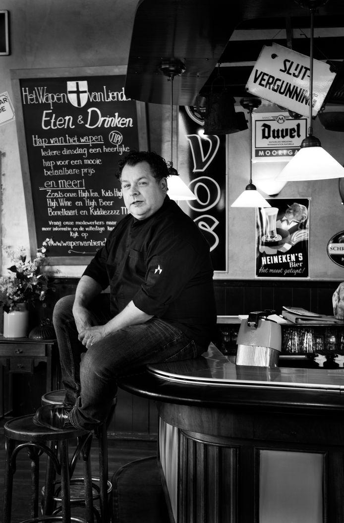 Tries van Blijderveen, uitbater van café Het Wapen van Lienden.