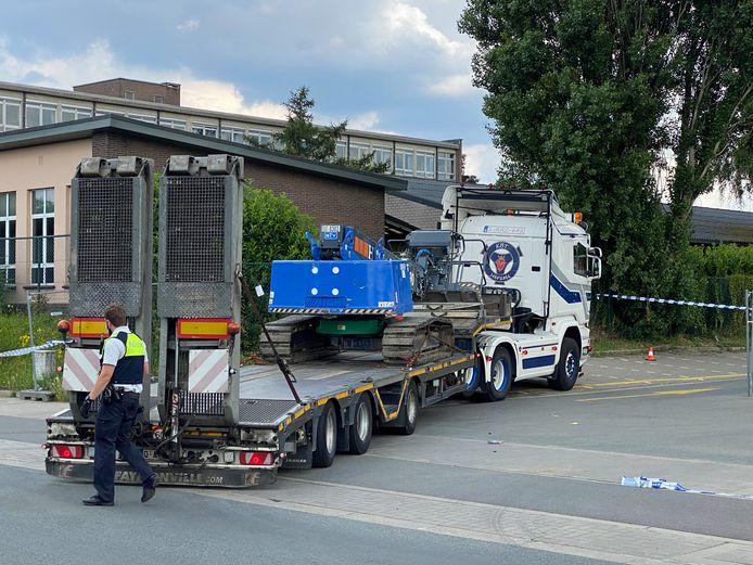 De bewuste vrachtwagen droeg een kraan bij zich toen het ongeval gebeurde.