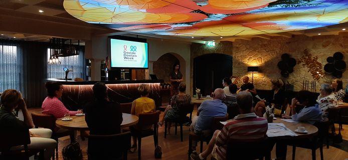Bijna 20 goede doelen uit Schijndel luisterden maandagavond in De Nachtegaal aandachtig naar Susan Scheepers van de landelijke stichting Collecteplan. Zij vertelde over de Goede Doelen Week.