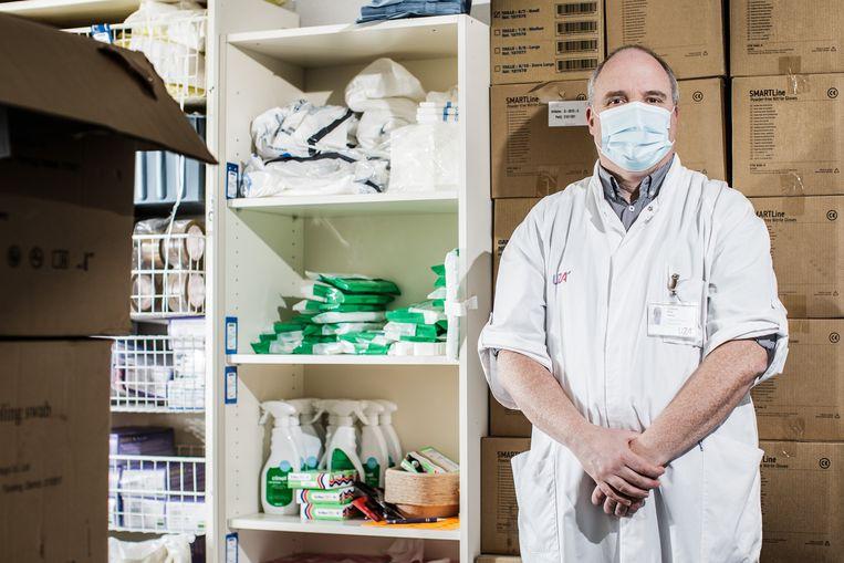 Guy Hans: 'Sommige patiënten gaan héél snel achteruit. Misschien omdat de Britse variant niet alleen besmettelijker is, maar ook meer schade aanricht.' Beeld Bob Van Mol