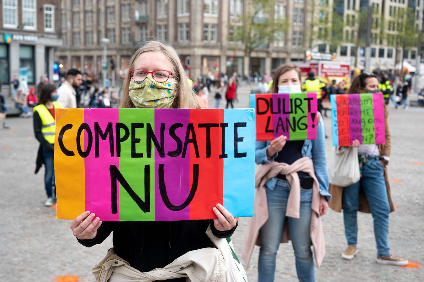 Gedupeerde ouders van de toeslagenaffaire bij een eerdere demonstratie in Amsterdam.
