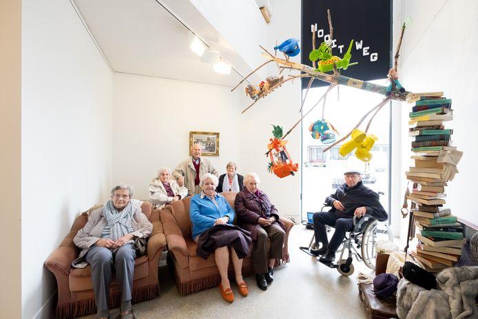 Mensen met dementie uit woonzorgcentrum Den Olm in Bonheiden en hun mantelzorgers stelden een uniek kunstproject tentoon in GC Blikveld: De Alzheimer Code