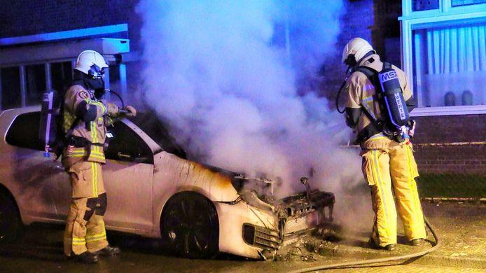 Vrijdagmorgen is Enschede opnieuw opgeschrikt door autobrand. De politie doet onderzoek.