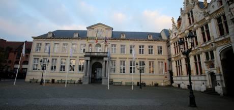 Brugge laat vlag wapperen om slachtoffers van kernwapens te herdenken