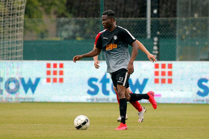 Samuel Addo werd in laatste instantie aan de spelerskern van RC Gent toegevoegd.