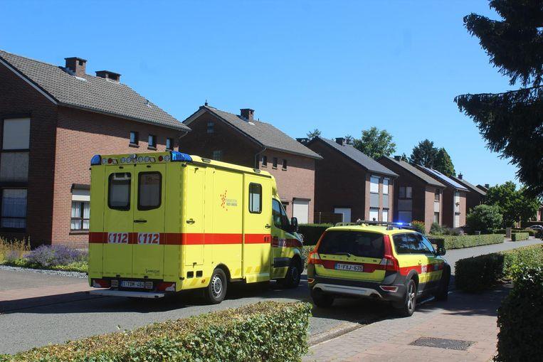 De bewoner werd zwaargewond en onder begeleiding van de mug naar het ziekenhuis gebracht.