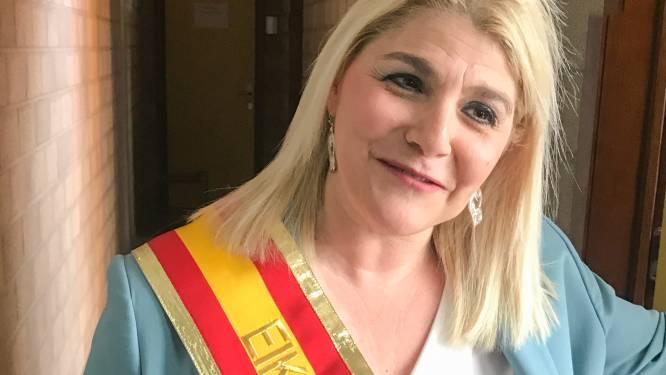 Sandra Kim draagt lint van Eikoningin 2021