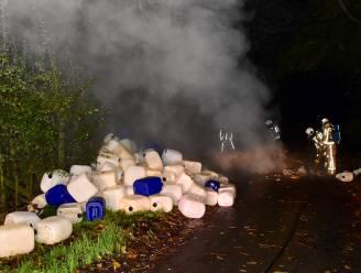 Verdachte vaten, vermoedelijk uit drugslabo, gedumpt vlak bij oorlogsbegraafplaats