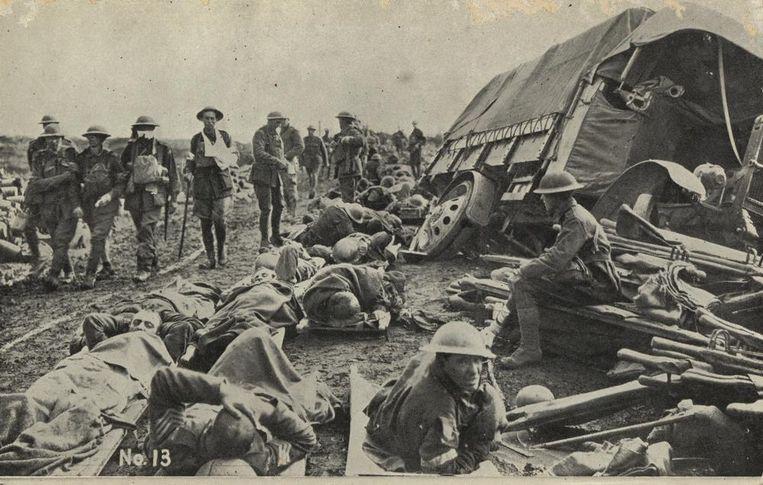 Soldaten keren terug van het slagveld na de 'Battle of the Menin Road'.