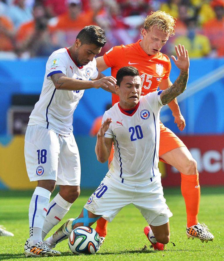Kuijt in actie tijdens de wedstrijd tegen Chili Beeld anp