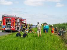 Brandweer moet beknelde slachtoffers in sloot bevrijden na ongeval op N210