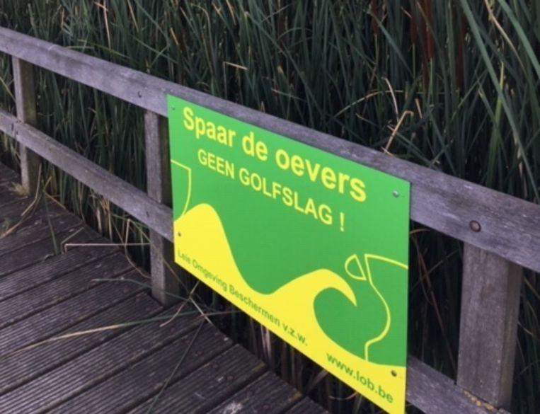 Deze borden plaatste de vzw langs de oevers van de toeristische Leie.