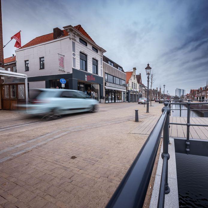 In het voorjaar werden wat aanpassingen gedaan om deze kruising van de Dijkstraat met de Noordhaven veiliger te maken.