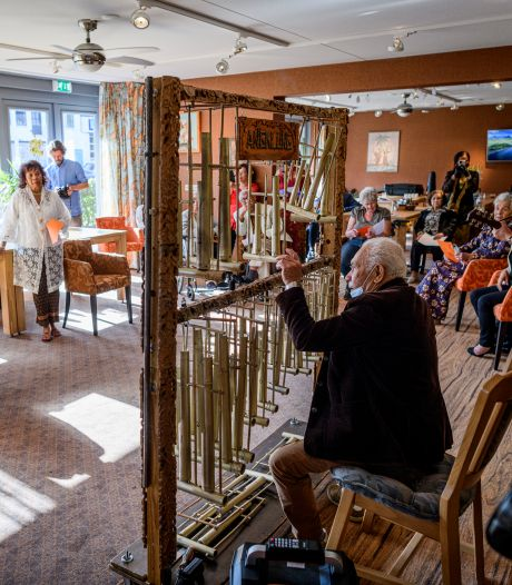 Hoog bezoek voor Molukkers in Almelo: 'Willen iets doen voor deze gemeenschap'