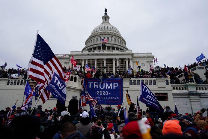 De bestorming van het Capitool, het Amerikaanse parlement, op 6 januari 2021 was een voorbeeld van asociaal gedrag als gevolg van nepnieuws en ophitsing via sociale media. Foto EPA