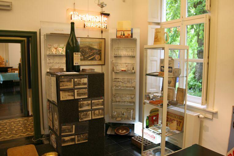Leo Truyen en Rik Vermeiren stelden hun verzameling over de brouwerij en abdij van Westmalle voor.