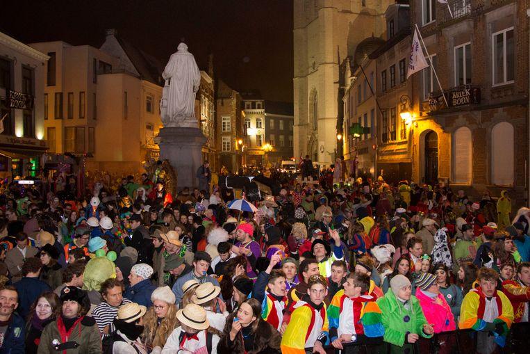 Wie gaat feesten tijdens Carnaval Halle dost zich best niet uit als hulpverlener want voortaan is dat verboden.