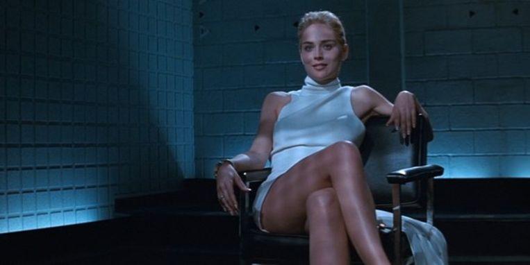 In 'Basic Instinct' liet Sharon Stone het publiek onder haar rok kijken, om hen te laten ontdekken dat ze geen slipje aanhad. Beeld rv