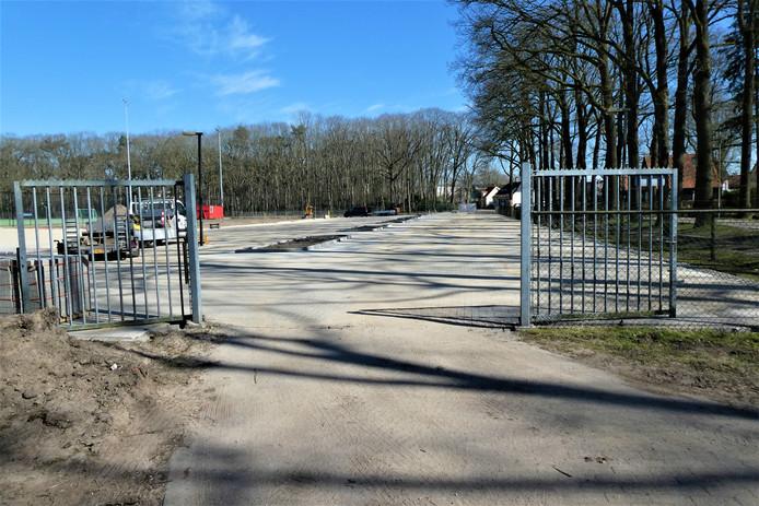 Het nieuwe parkeerterrein bij hockeyclub MEP is bijna klaar.