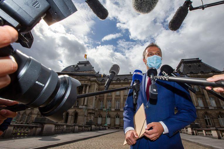 Preformateur Egbert Lachaert van de liberale Open Vld staat de pers te woord na een bespreking met Koning Philippe in Brussel Beeld Hollandse Hoogte / AFP