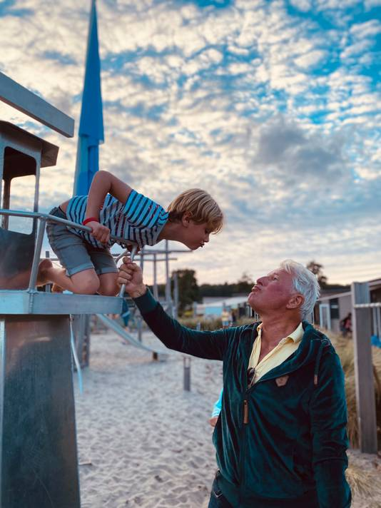 Opa en oma kwamen langs op vakantie in Noordwijk. Van uit de favoriete uitkijkplek van Maxim, een vuurtoren in de speeltuin, nam hij afscheid van op.