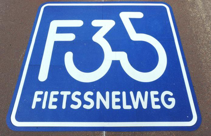 De uitbreiding van fietssnelweg F35 komt bij Wierden te liggen vanaf de rotonde aan de Rijssensestraat tot aan de Stegeboersweg.