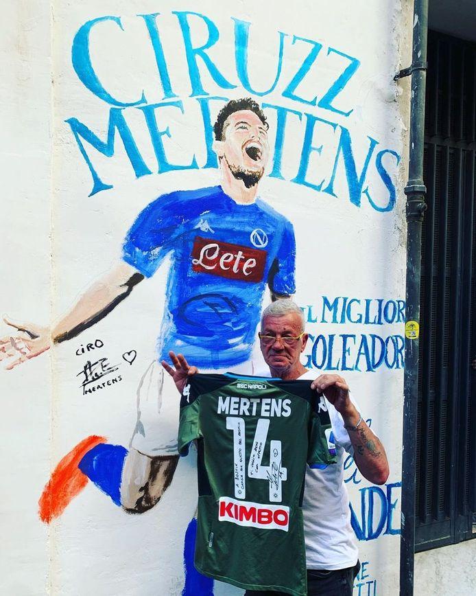 La fresque murale du quartier espagnol est désormais dédicacée par Dries Mertens lui-même.