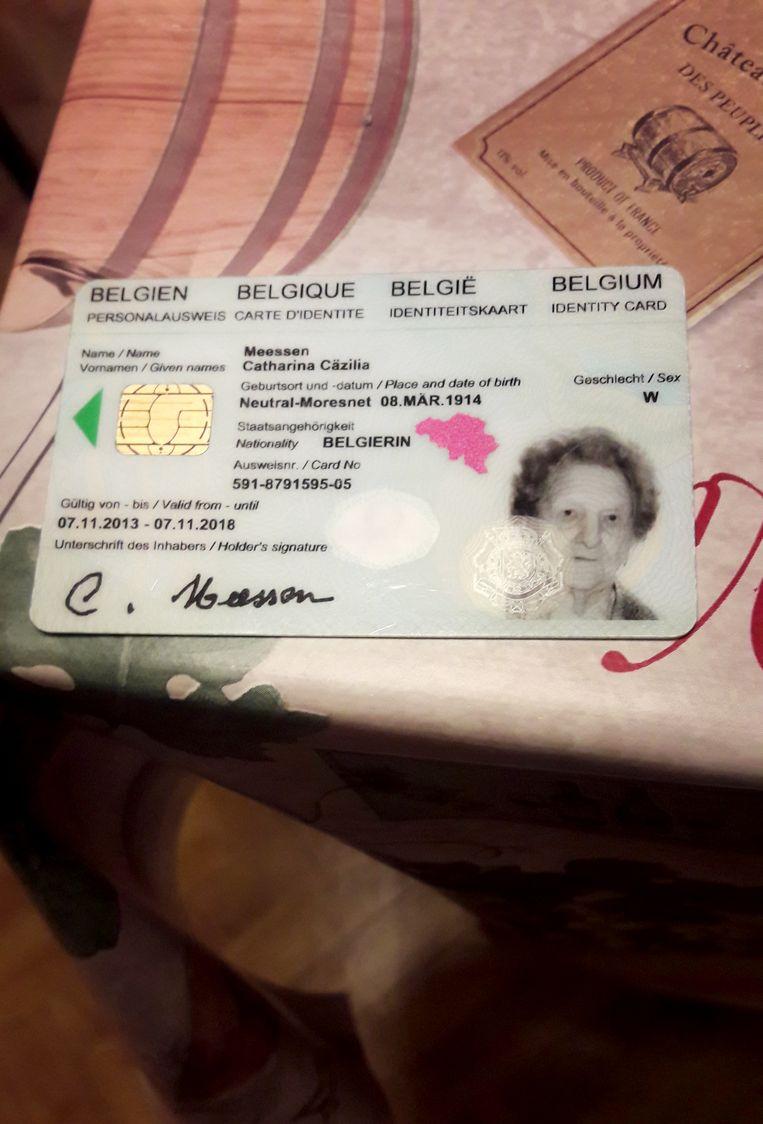 De identiteitskaart van Catarina Meessen met als geboorteplaats Neutral-Moresnet. Beeld Alwin Kuiken
