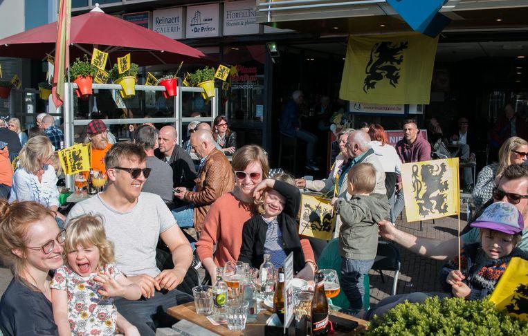 Zon, koers en een terrasje: hoe mooi kan de zondag van de Ronde zijn?.
